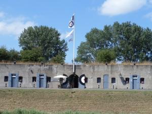 16 juli 2015: Fort Vijfhuizen. Nu onder meer een atelier, restaurant en trainingscentrum (foto: René Hoeflaak)