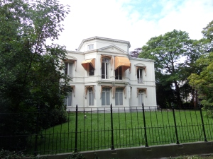 Den Haag, Plein 1813 4. Het gebouw uit 1860 was jarenlang het kantoor van de minister-president (foto: René Hoeflaak)
