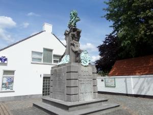 31 juli 2015: Putte, grafmonument uit 1877 van Jacob Jordaens.. Het monument bestaat uit meerdere graven.(foto: René Hoeflaak)