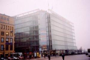 November 2003: ook het glazen paleis Sonamatalo is in de mist geneveld. [Foto: René Hoeflaak]