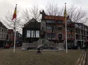 Belgié, Sint-Niklaas, 9 januari 2016: oorlogsmonument aan de Houtbriel (foto: René Hoeflaak)