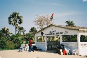 Strandtent in Gambia, februari 2005: (foto: René Hoeflaak)