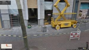 Sokkel zonder beeld voor het adres Langestraat 43 in Enschede zonder krantenlezer (Streetview still van mei 2014)