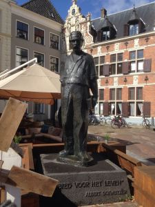 Deventer, 4 september 2016: standbeeld Albert Schweitzer (foto: René Hoeflaak)