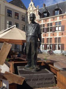 Deventer, 4 september 2016: standbeeld Albert Schweitzer (foto: René Hoeflaak)