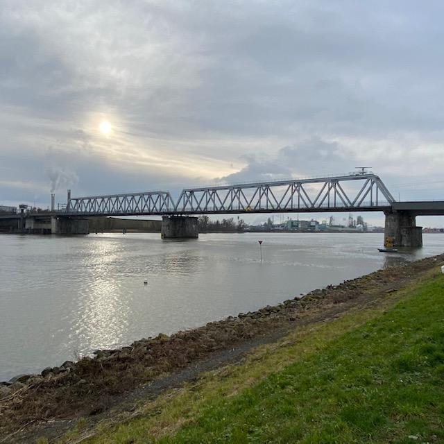 Baanhoekbrug, spoorbrug van Sliedrecht naar Dordrecht over de Beneden Merwede rivier (foto: René Hoeflaak)
